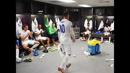 Wayne Rooney y la emotiva ovación que recibió de sus compañeros en Inglaterra