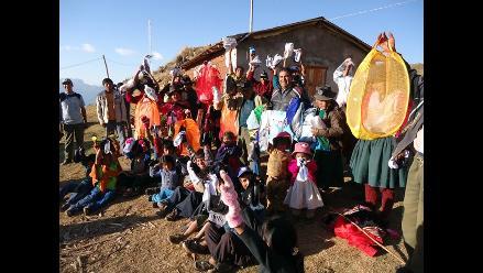 Puno: entregan donativos por fenómeno El Niño S.A. de Esquilachi