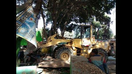 Chiclayo: demuelen puestos de los comerciantes en el exvivero