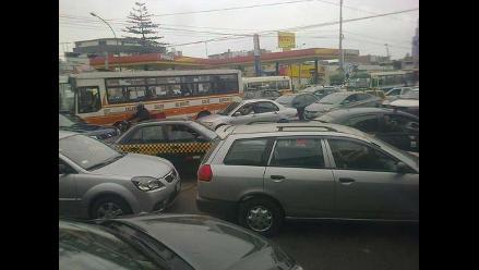 WhatsApp: reportan gran congestión vehicular por semáforos malogrados en Surquillo