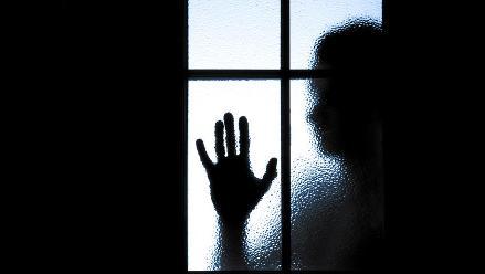 ¿Cómo reconocer a un potencial suicida y cómo ayudarlo?