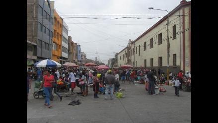 Chiclayo: comerciantes desalojados pasaron a ocupar calle Cuglievan