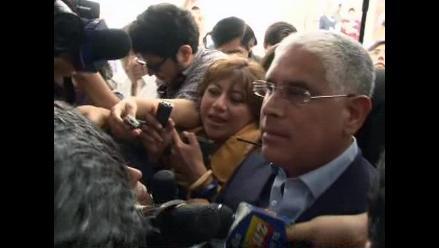 López Meneses denuncia que emisario del Gobierno lo amedrentó