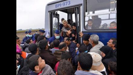 En medio de crisis de refugiados, Austria y Hungría se enfrentan