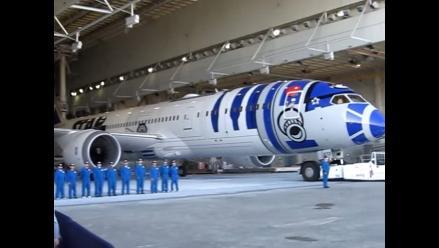 R2-D2 y C-3P0 presentaron el avión de 'Star Wars'