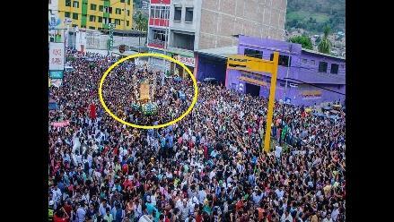 Miles de feligreses reciben a Cruz de Motupe en Jaén