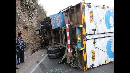 Huánuco: dos muertos dejó choque entre moto y camión de carga