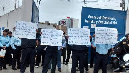 Serenos de Trujillo realizan plantón para evitar que reubiquen su local