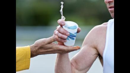 ¿Cómo debes alimentarte e hidratarte antes de una carrera?