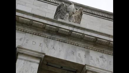 Fed postergaría alza de tasas en EE.UU., según sondeo de Reuters