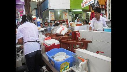 Chiclayo: comerciantes son multados por invadir pasadizos de mercado