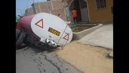 Trujillo: camión cisterna se hunde en La Esperanza