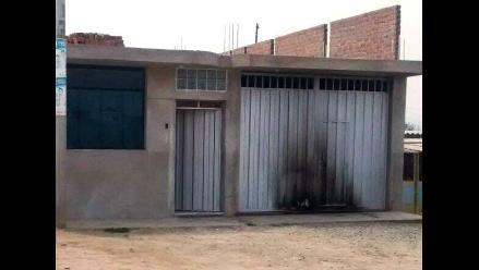 Trujillo: queman portón de vivienda para exigir 10 mil soles