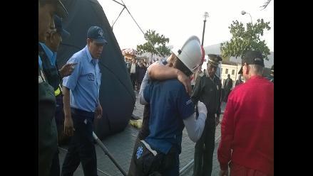 Centro de Lima: joven resulta herido tras derrumbe de escenario
