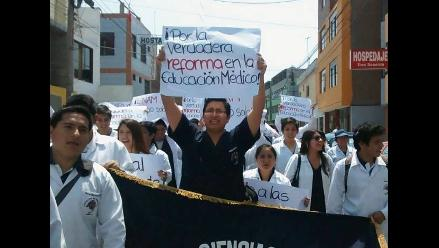 Trujillo: universitarios rechazan presuntos favoritismos en prueba nacional