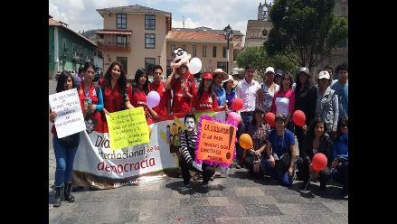 Cajamarca: con pasacalle conmemoran el Día Internacional de la Democracia