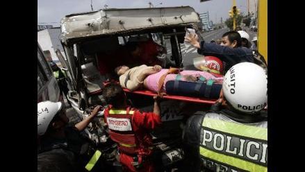 Un muerto y 20 heridos deja colisión de cústeres en Villa María del Triunfo