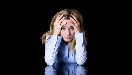 Estrés laboral puede causar insomnio y dificultades para respirar