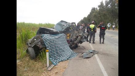 Chiclayo: choque frontal de bus y camioneta deja como saldo un muerto