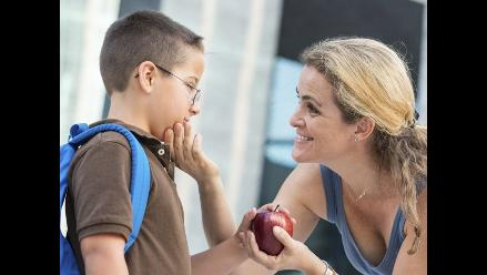 ¿Qué hago si mi hijo se enamoró de su profesora?