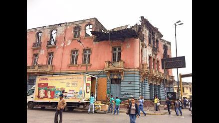 Centro de Lima: casona a punto de colapsar pone en peligro a transeúntes