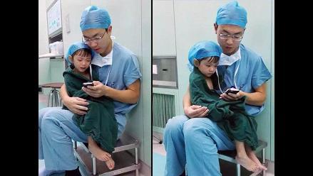 China: Cirujano que consuela a niña antes de operarla se vuelve viral