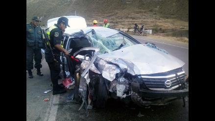 Junín: una persona fallecida en choque de auto y minivan en Jauja