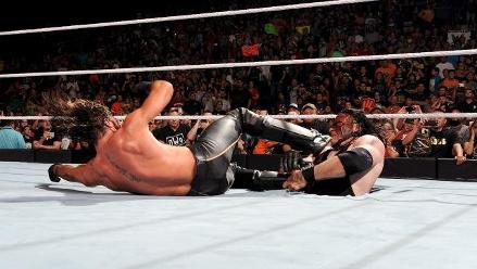 WWE: Kane arrastró al infierno a Seth Rollins en Raw