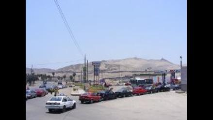 Chimbote: vehículos forman largas filas en grifos por escasez de GLP
