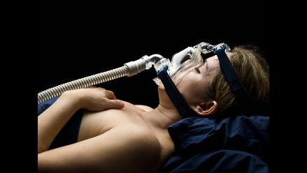 ¿Se te complica respirar cuando duermes? Quizá sufres de apnea del sueño