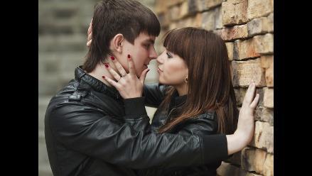 Un apasionado primer amor puede dañar futuros romances, según estudio