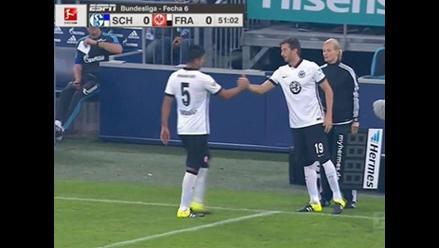 Carlos Zambrano fue titular pero salió lesionado en derrota del Eintracht Frankfurt
