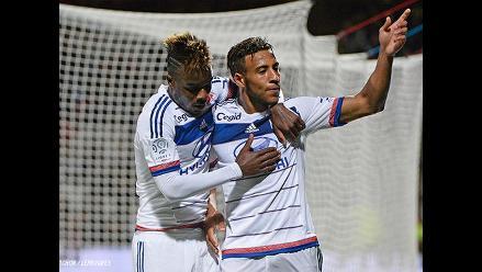 Olympique de Lyon se acerca al PSG gracias a Kalulu y Tolisso