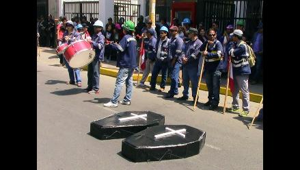 Trabajadores mineros de Marcona llegaron a Ica en marcha de sacrificio