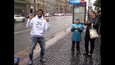 Youtube: Hulk bailó 'Ai seu te pego' en plaza rusa para ayudar a niño