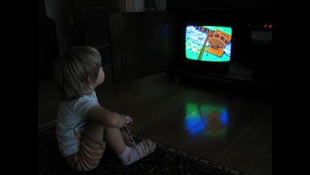 Niños mexicanos pasan más tiempo frente a las pantallas que en la escuela