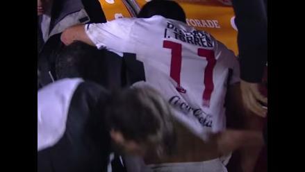 Youtube: jugador de Olimpia cayó al banco de los árbitros y se temió lo peor