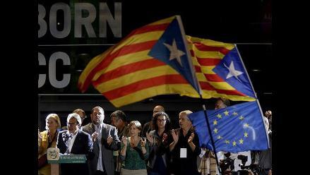 Independentistas catalanes ganan elecciones pero pierden su plebiscito