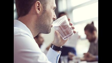 Trucos para que consigas tomar 2 litros de agua al día