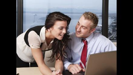 Coquetear con otros aumenta el deseo por la pareja, según estudio