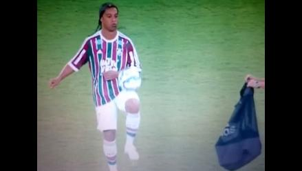 Ronaldinho y su elegante estilo para guardar los balones en el Maracaná