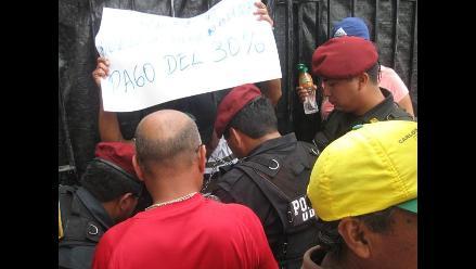 Puno: ciudadano se encadenó pidiendo destitución de fiscal