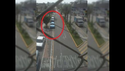 Vehículos invaden ciclovía en Surco
