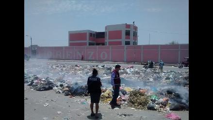 Cúmulos de basura en colegio ponen en riesgo la salud de 1600 alumnos