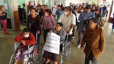 Nuevo Chimbote: pacientes del SIS protestan por servicio de dialisis