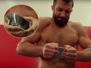 YouTube: excampeón de UFC destruyó un celular ¡con sus propias manos!