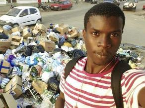 Un selfi contra la basura en las calles de Angola