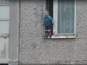 YouTube: peligrosa travesura pudo haberle costado la vida a este niño