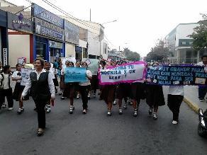 Chiclayo: alumnas realizan colorido pasacalle en rechazo al aborto
