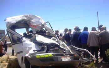 Puno: cinco personas fallecieron tras choque entre auto y bus